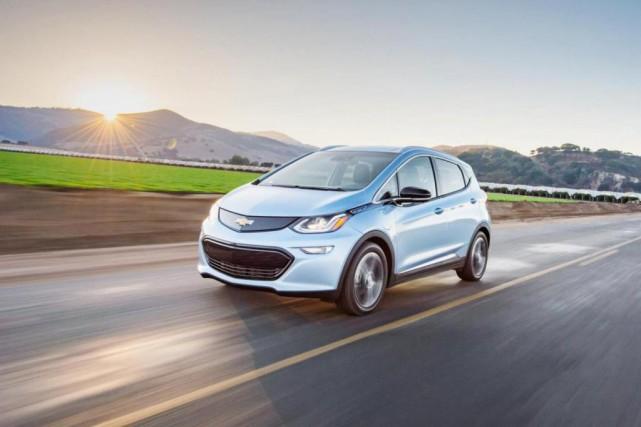La Chevrolet Bolt 2017 aura une autonomie de... (photo fournie par le constructeur)