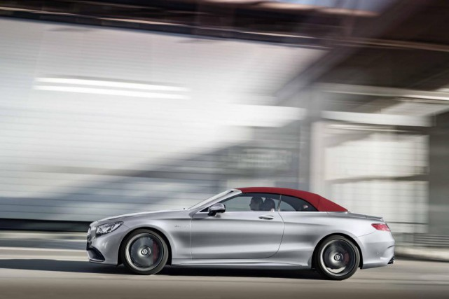 Avec le cabriolet, le constructeur allemand répond à... (Photo Mercedes-Benz)