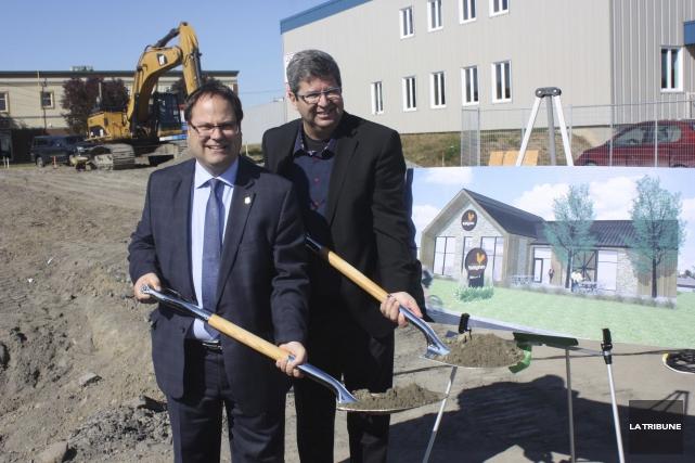 Le maire de Drummondville, Alexandre Cusson, et le... (La Tribune, Yanick Poisson)