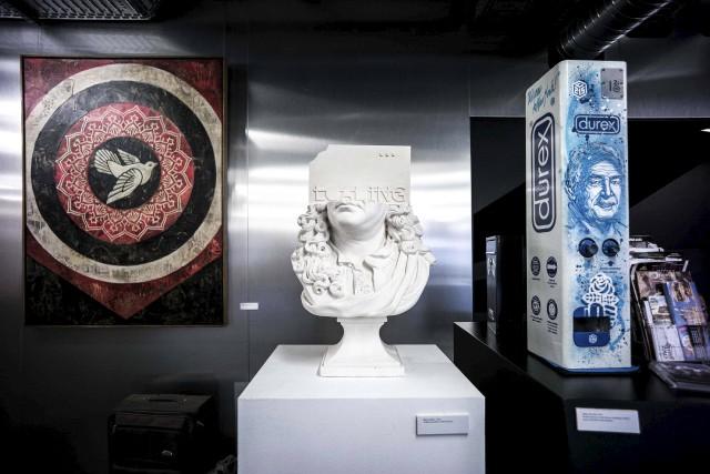 Trois des oeuvres exposées au musée d'art urbain... (AFP, Philippe Lopez)