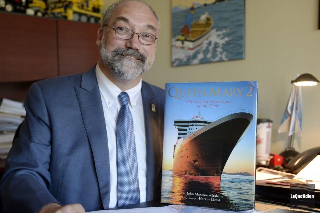 Roger Boivin parle de ses traversées sur le... (Photo Le Quotidien, Jeannot Lévesque)