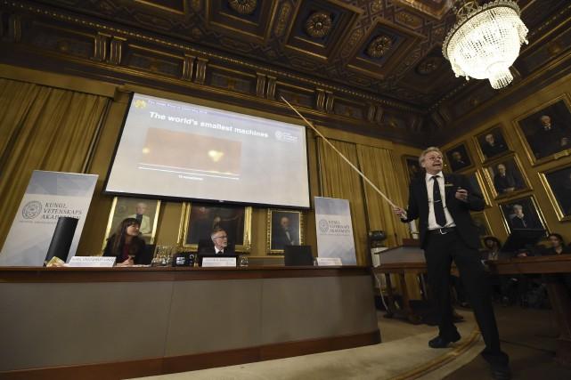 Le professeur Olof Ramstrom (à droite), membre du... (AFP, Jonathan Nackstrand)