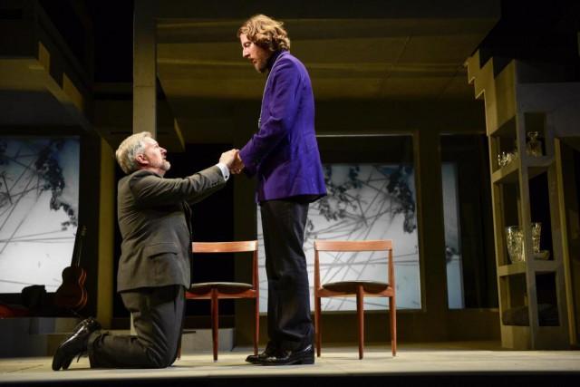 Dans Tartuffe de Molière, Orgon (Benoît Brière) est... (Photo Yves Renaud, fournie par le TNM)