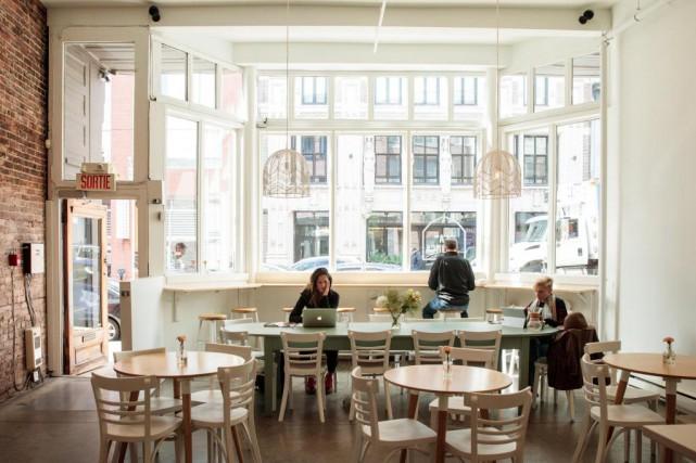 L'espace du nouveau Café La Finca est lumineux... (PHOTO HUGO-SÉBASTIEN AUBERT, LA PRESSE)