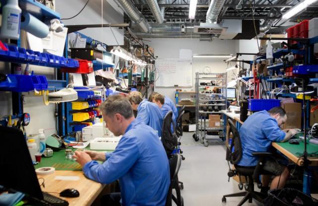 Kinova, établie à Montréal, est une entreprise spécialisée... (PHOTO MARCO CAMPANOZZI, archives LA PRESSE)