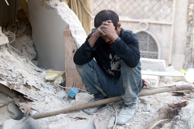 Selon l'ONU, environ 275 000 personnes vivent assiégées... (Photo Thaer Mohammed, Agence France-Presse)