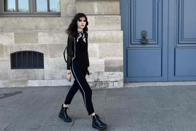 Présentée place Vendôme, la collection Vuitton conçue par... (PHOTO AFP)