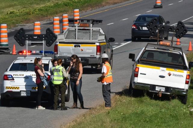 Un signaleur routier a été happé alors qu'il... (François Gervais, Le Nouvelliste)