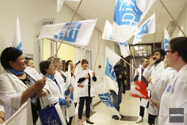 Des déléguées syndicales de la Fédération interprofessionnelle de... (Photo Le Quotidien, Yohann Gasse)