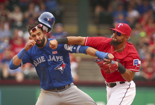 Jose Bautista, des Jays, avait fait tournoyer son... (Archives AP,  Richard W. Rodriguez)
