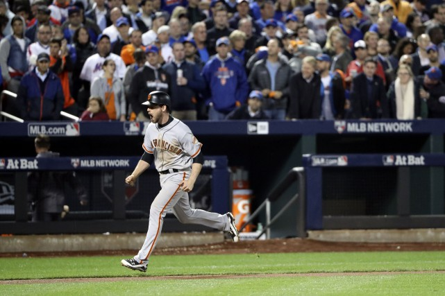 Conor Gillaspie festoie après avoir claqué un circuit... (Photo Anthony Gruppuso, USA TODAY)