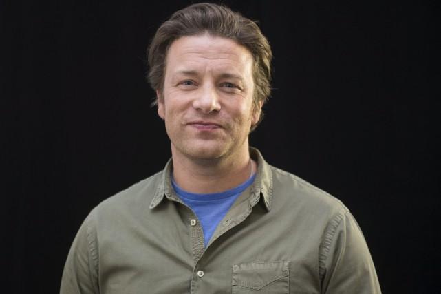 Le très médiatique chef cuisinier britannique Jamie Oliver... (AP, Arthur Mola)