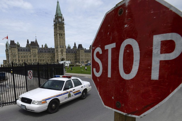 Un véhicule de la Gendarmerie royale du Canada... (La Presse Canadienne, Sean Kilpatrick)