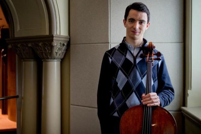 Le violoncelliste Stéphane Tétreault jouera ce week-end avecle... (PHOTO MARCO CAMPANOZZI, Archives LA PRESSE)