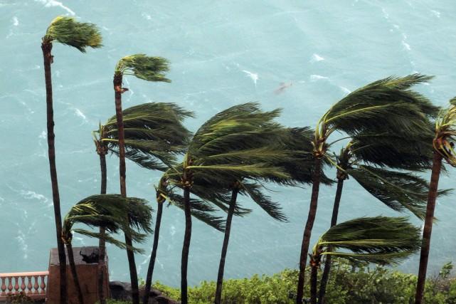L'ouragan, qui passe atuellement sur l'archipel des Bahamas... (photo Tim Aylen, AP)