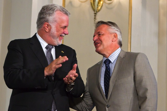 Philippe Couillard et Laurent Lessard lors du remaniement... (PHOTO CLÉMENT ALLARD, ARCHIVES LA PRESSE CANADIENNE)