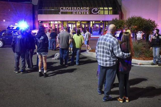 Dix personnes ont étéblesséesdans un centre commercial du... (PHOTO Dave Schwarz, St. Cloud Times via AP)