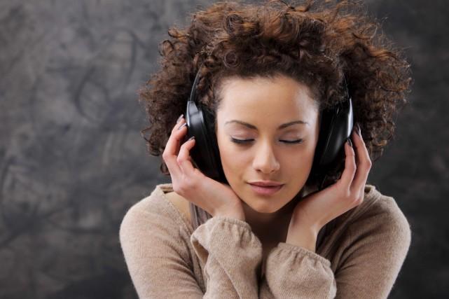 Le nombre d'écoutes en ligne de musique à... (123RF/stokkete)