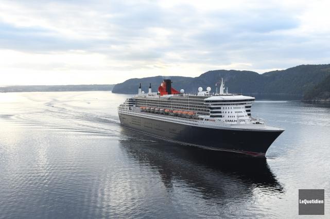 Queen Mary 2... (Photo Le Quotidien, Rocket Lavoie)