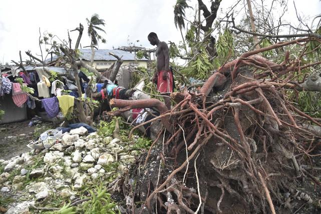 Un habitant de la ville côtière des Cayes... (AFP, Hector Retamal)
