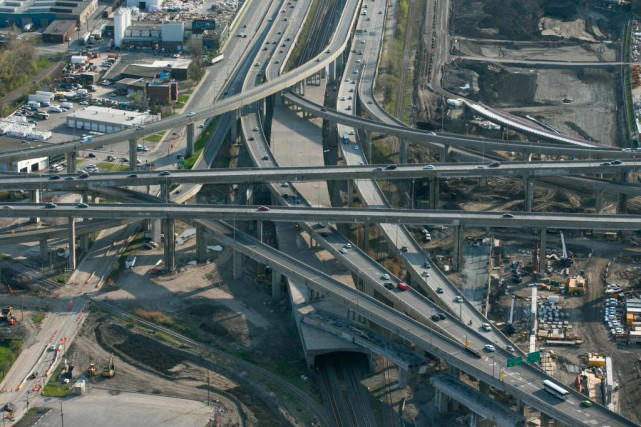 Le secteur de l'échangeur Turcot est à éviter... (PHOTO MARTIN TREMBLAY, ARCHIVES LA PRESSE)