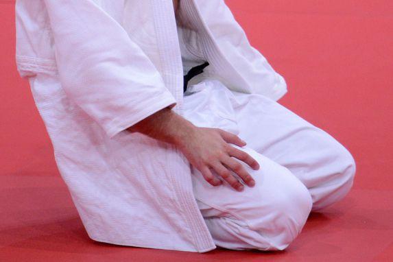 Un curé a maîtrisé vendredi avec une prise de judo un homme qui essayait de le... (AFP, Franck Fife)