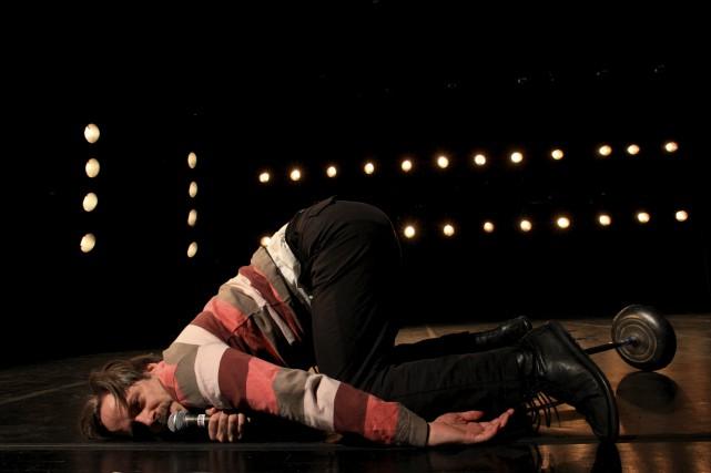 Ce spectacle jouant entre théâtre et danse est né du désir commun de l'homme de... (Courtoisie, Daniel Parent)