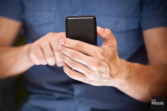 La femme avait reçu des textos d'un individu... (123rf)