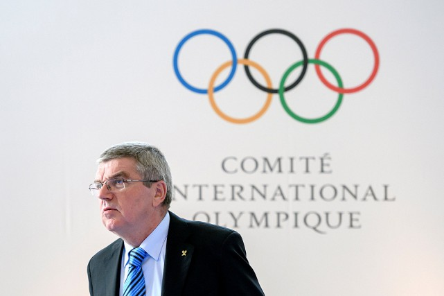 Le président du CIO Thomas Bach au sommet... (PHOTO FABRICE COFFRINI, REUTERS)