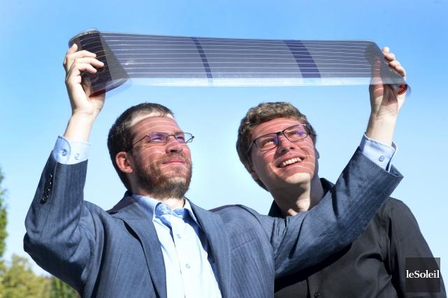 Les chimistes Philippe Berrouard et Jean-Rémi Pouliot sont... (Le Soleil, Jean-Marie Villeneuve)