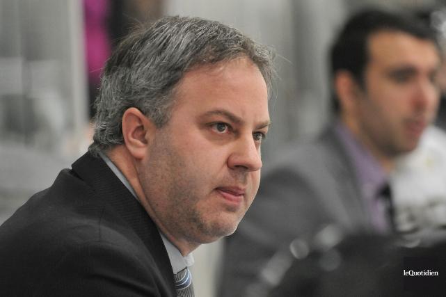 L'entraîneur-chef des Élites, Steve Thériault, en espère plus... (Archives Le Quotidien, Rocket Lavoie)