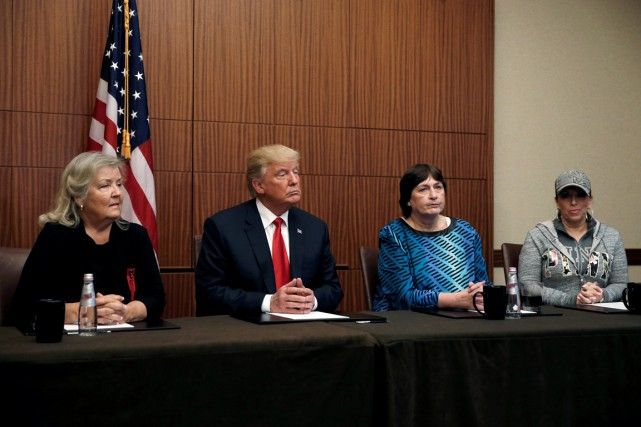 Donald Trump était entouré de quatre femmes lors... (Photo Mike Segar, REUTERS)