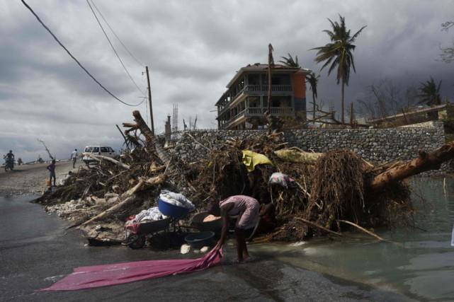 Haïti a commencé dimanche un deuil national de... (PHOTO AFP)