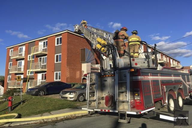 Un feu de cuisson a causé entre 5 000 et 10 000$ de dégâts dans un logement du... (La Tribune, Charles Beaudoin)