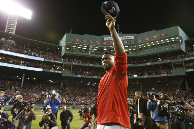 Visiblement attristé, David Ortiz a salué la foule... (Photo Greg M. Cooper, USA Today Sports)