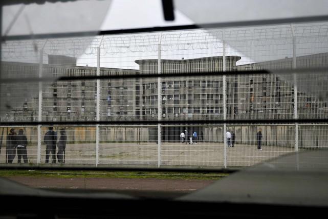 Une cour de la maison d'arrêt de Fleury-Mérogis,... (photo ERIC FEFERBERG, archives AFP)