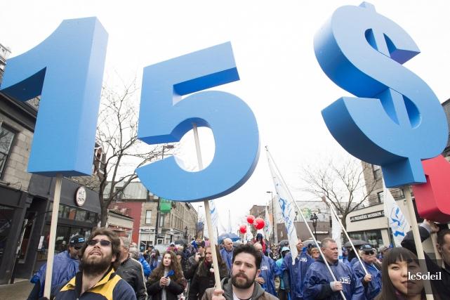 Voyant la campagne en faveur du salaire minimum à 15 $ prendre de l'ampleur au... (Archives, Le Soleil)