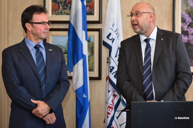 Le maire de Shawinigan, Michel Angers, en compagnie... (François Gervais, Le Nouvelliste)