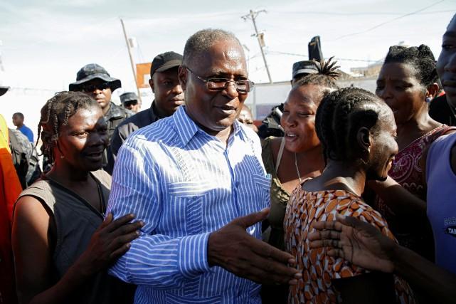 Le président provisoire haïtien Jocelerme Privert... (PHOTO Carlos Garcia Rawlins, REUTERS)