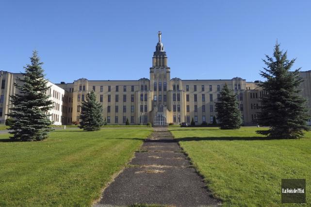 Le Collège Mont Sacré-Coeur, dirigé de façon laïque... (Alain Dion, La Voix de l'Est)