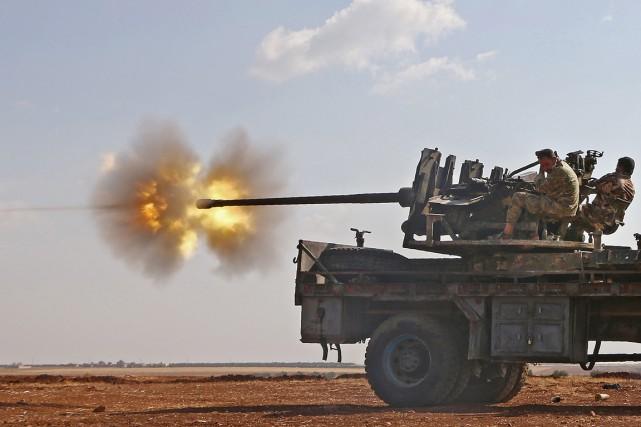 Des soldats de l'Armée syrienne libre (ASL) combattent... (photo Nazeer al-Khatib, archives AFP)