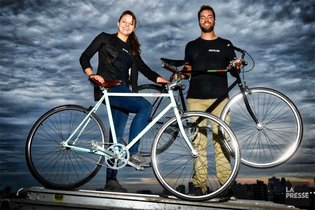 Deux des trois fondateurs d'Adsum Cycles: Marjorie Pleau-Martin... (PHOTO BERNARD BRAULT, LA PRESSE)