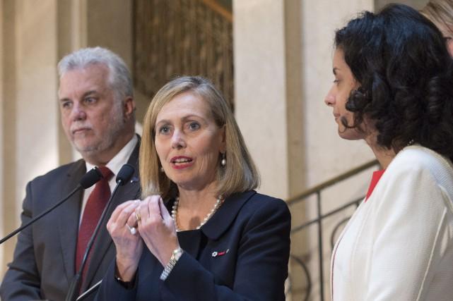 L'ex-présidente du Mouvement Desjardins, Monique Leroux (au centre),... (Photo Jacques Boissinot, PC)