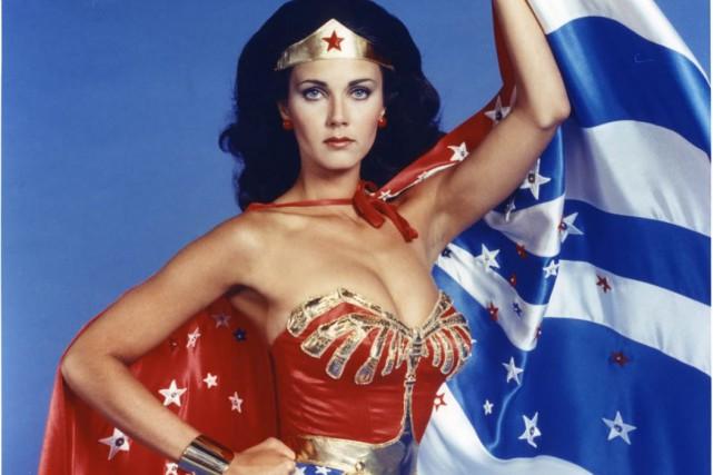 Lynda Carter dans le rôle de Wonder Woman...