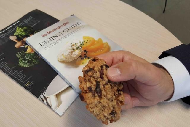 Le critique gastronomique du Washington PostTom Sietsema protège... (AFP, Élodie Cuzin)