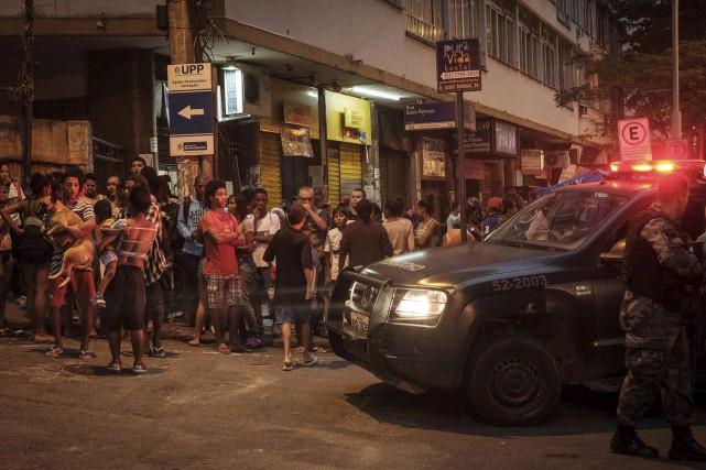 Des délinquants ont attaqué une unité de police... (AFP, Yasuyoshi Chiba)