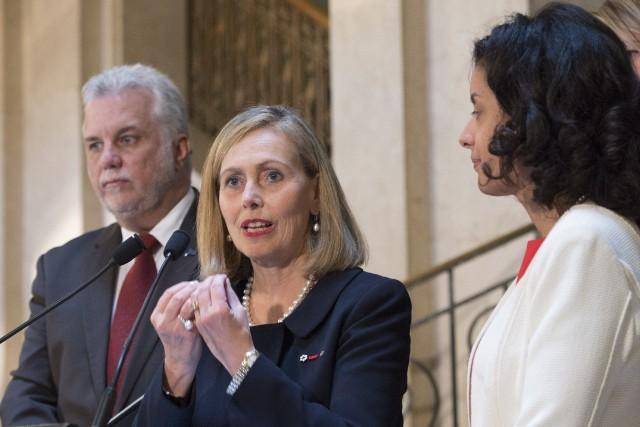 Philippe Couillard, Monique Leroux et Dominique Anglade en... (La Presse canadienne, Jacques Boissinot)