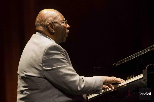 Toujours fringant, le pianiste Oliver Jones a joué,... (Le Soleil, Caroline Grégoire)