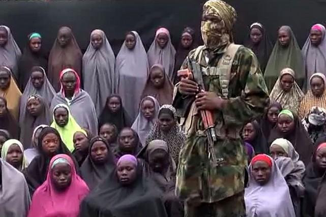 Capture d'écran d'une vidéo montrant des étudiantes de... (Image Archives AFP)