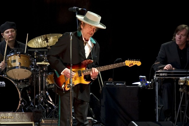 Le chanteur et poète américain Bob Dylan a «d'autres engagements» qui vont... (PHOTO ARCHIVES AFP)